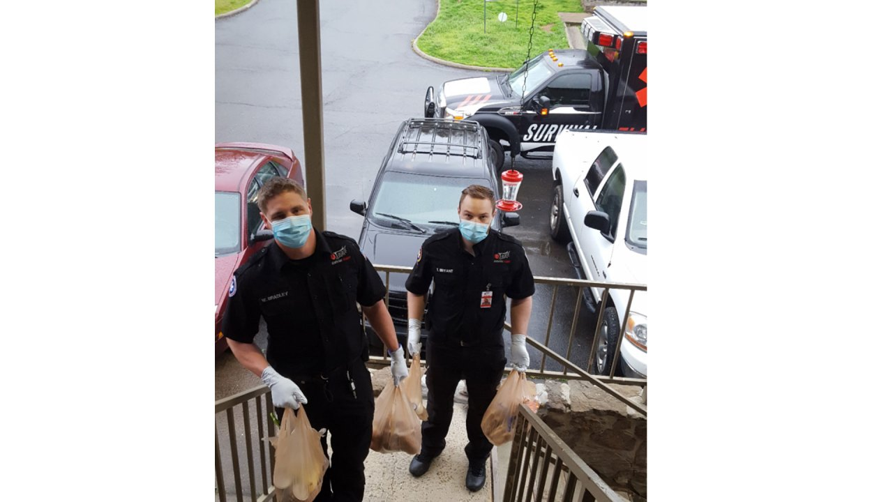ems-workers-delivering-groceries-to-people-in-need-in-batesville-–-kark